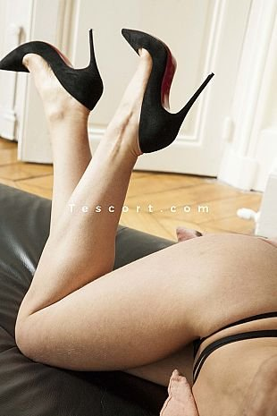 Elly17 - Escort Girls Paris